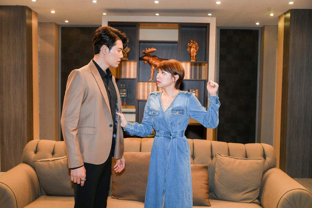 余秉諺(左)、曾智希在「天之驕女」中飾演一對夫妻。圖/三立提供