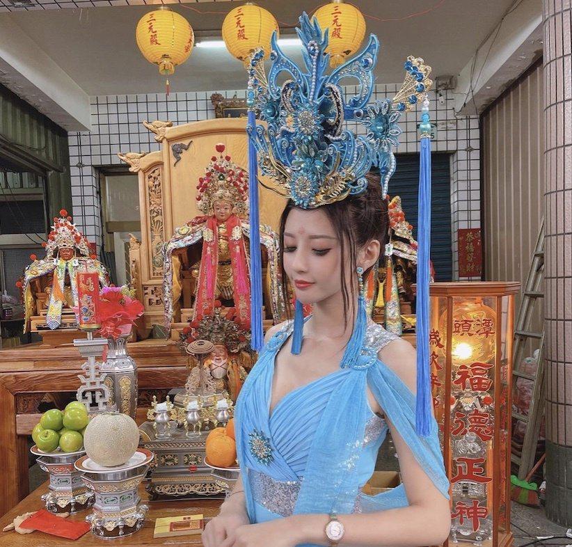 糖糖平時擔任禮生在神明祀典上服務。圖/摘自臉書