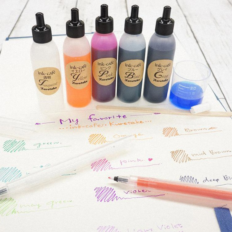 日本百年製墨大廠吳竹的「自調墨水」與「空心筆」奪下2021年度大賞。圖/誠品提供