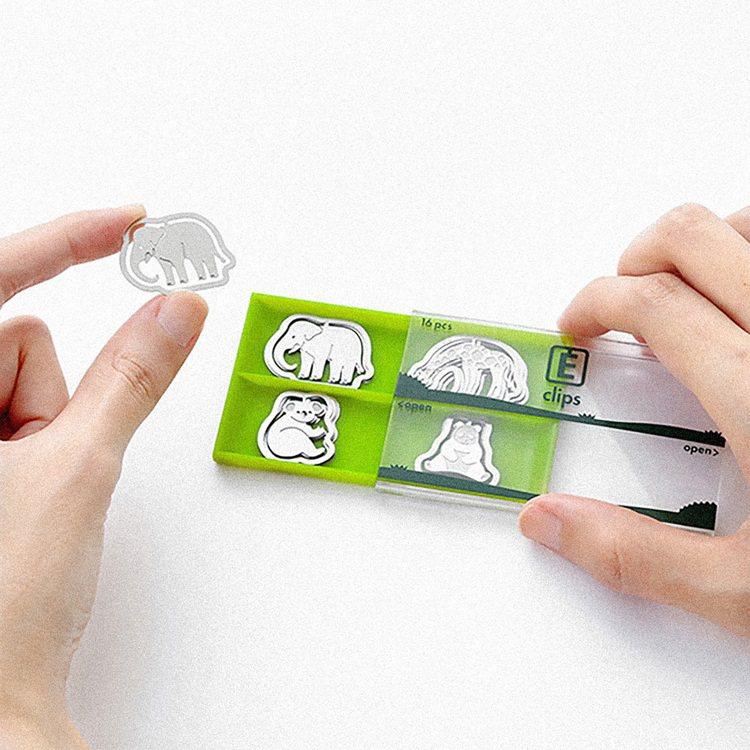 MIDORI最受歡迎的蝕刻工藝造型書籤夾獲得「最佳裝訂獎」。圖/誠品提供
