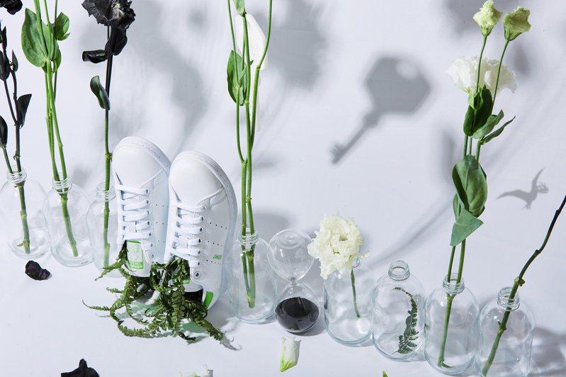 adidas Originals繼先前與APUJAN在2021秋冬系列的合作,以永續主題為Stan Smith鞋打造嶄新形象。圖/adidas Originals提供