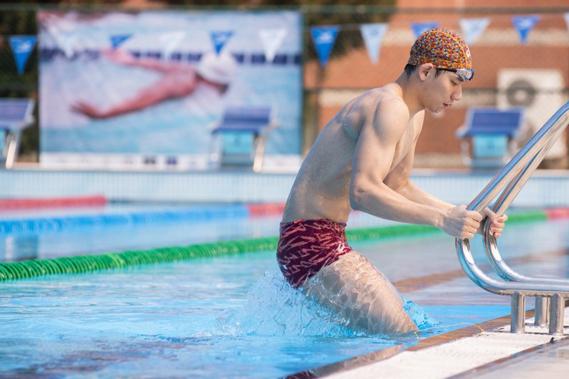 游泳代表隊選手王冠閎表示除了教練開出的課表,還會視自己身體狀況主動要求加練,現在正積極備戰全大運,做奧運前的自我檢視。記者季相儒/攝影