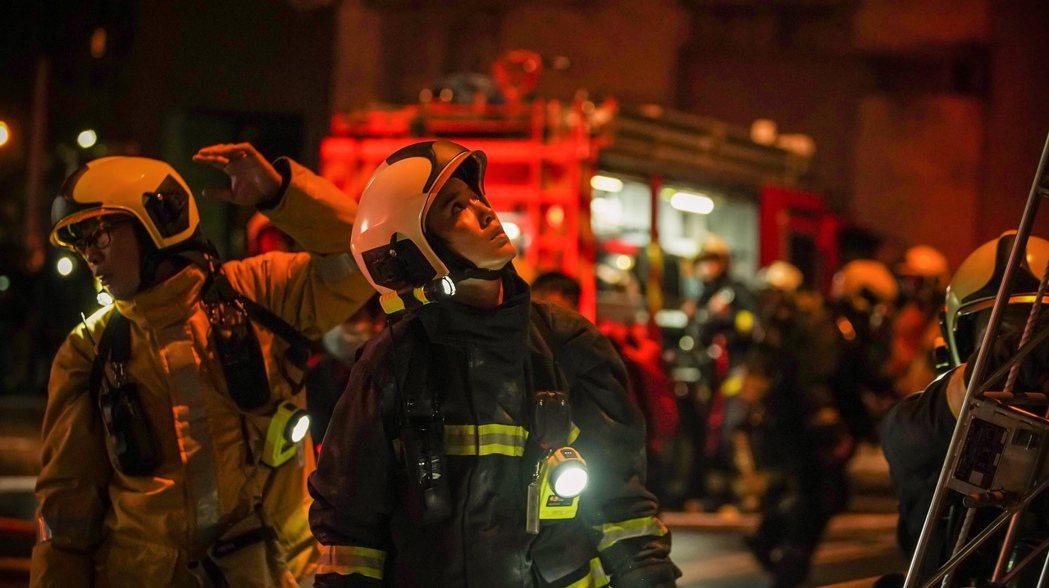 陳庭妮在「火神的眼淚」中演出唯一的女消防隊員。圖/公視、myVideo提供