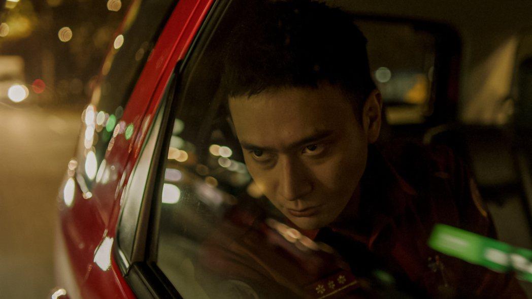 劉冠廷在「火神的眼淚」中工作面臨挫折情緒掙扎。圖/公視、myVideo提供