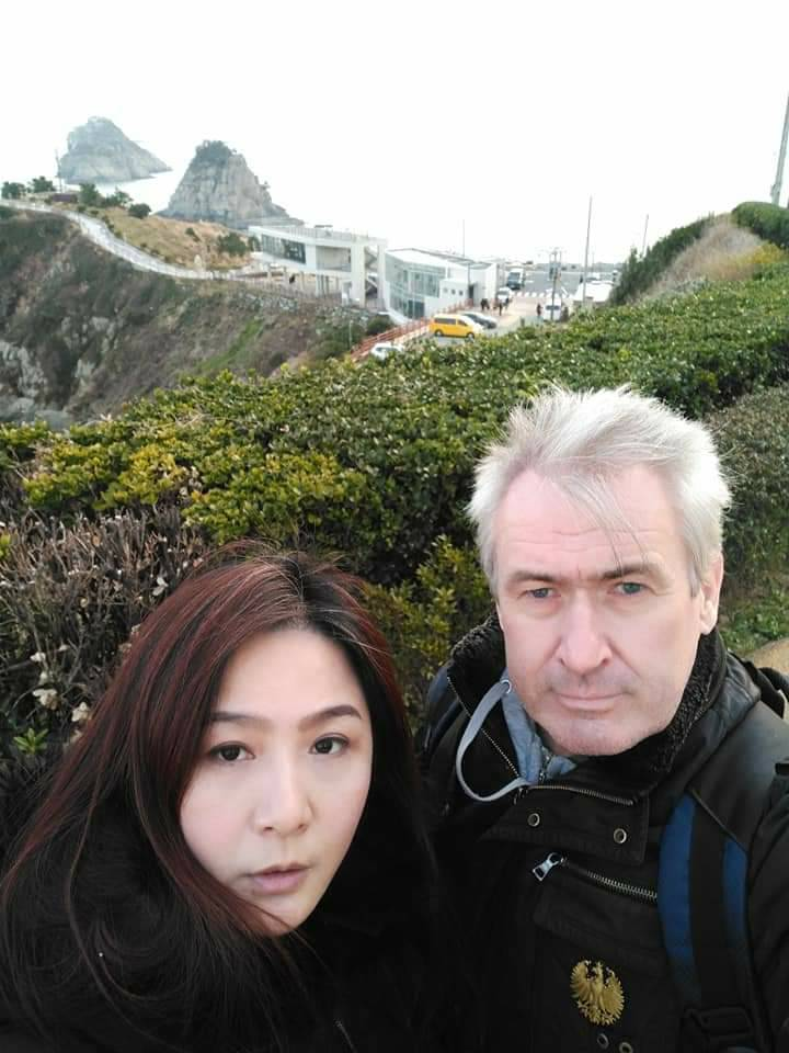 林鳳英2012年嫁比利時老公馬克,夫妻十分恩愛。圖/萬鴻提供
