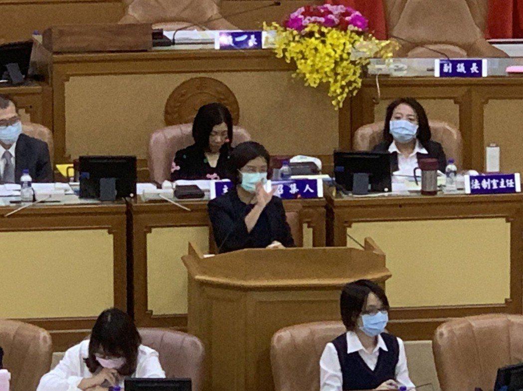 陳潤秋表示,新北開放預約接種AZ疫苗,首日預約爆滿。記者張睿廷/攝影