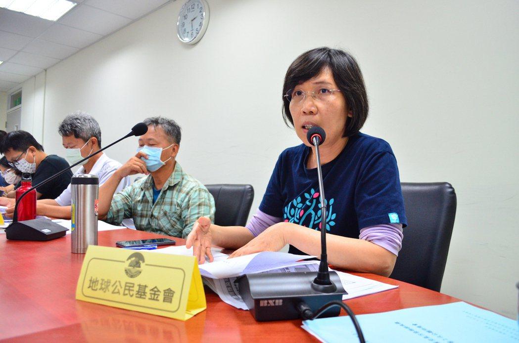 地球公民基金會副執行長王敏玲表示,目前的草案的排放標準大幅放寬,令人難以接受。圖...