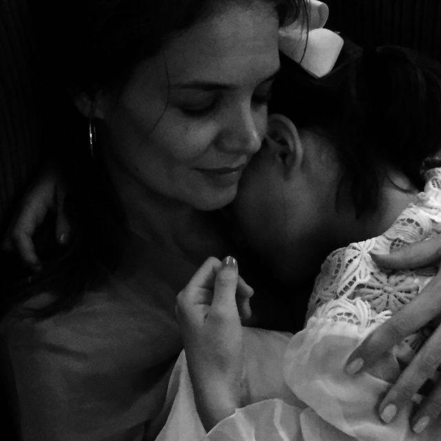 凱蒂荷姆絲(左)發布女兒蘇蕊小時候的照片,祝她生日快樂。圖/摘自Instagra...