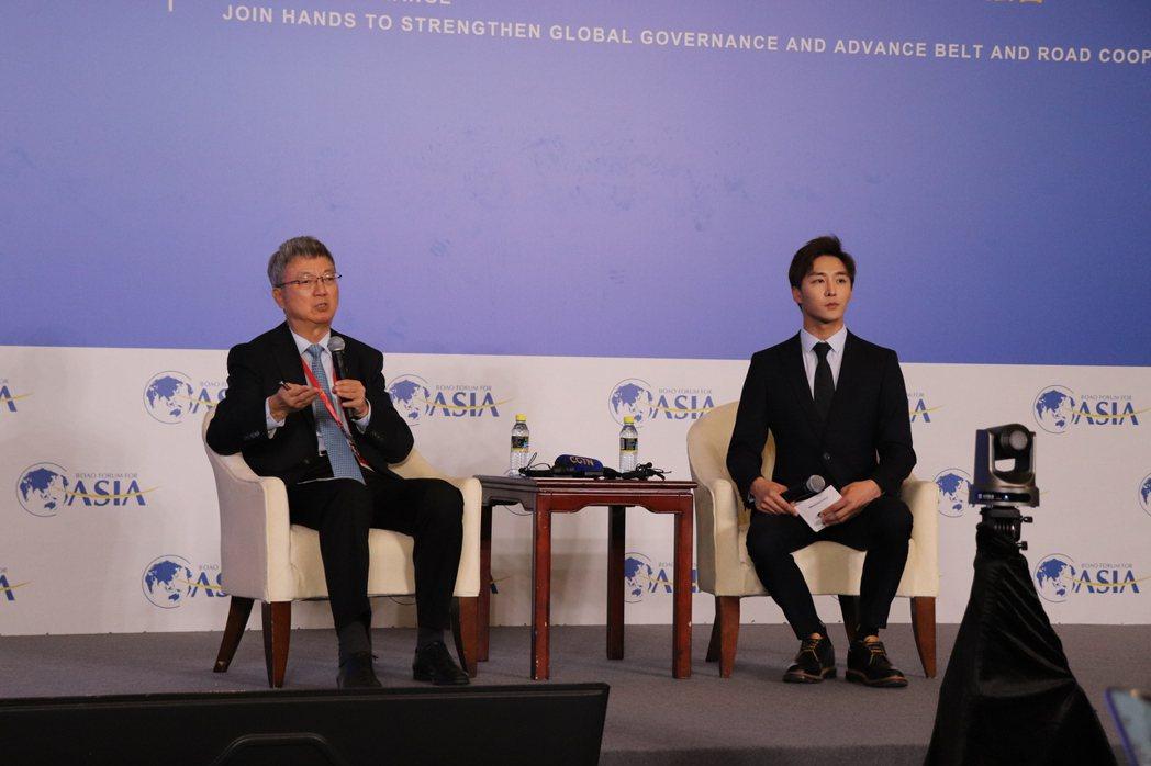 清華大學國家金融研究院院長、前國際貨幣基金組織朱民(左)。記者呂佳蓉/攝影