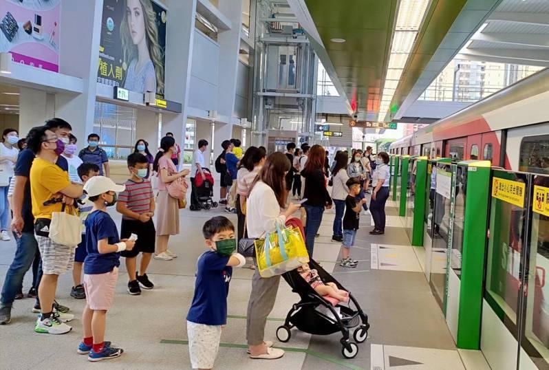 台中捷運綠線25日正式通車,23日試營運末班車收班後,24日至25日中午12點前都不開放。圖/台中市新聞局提供