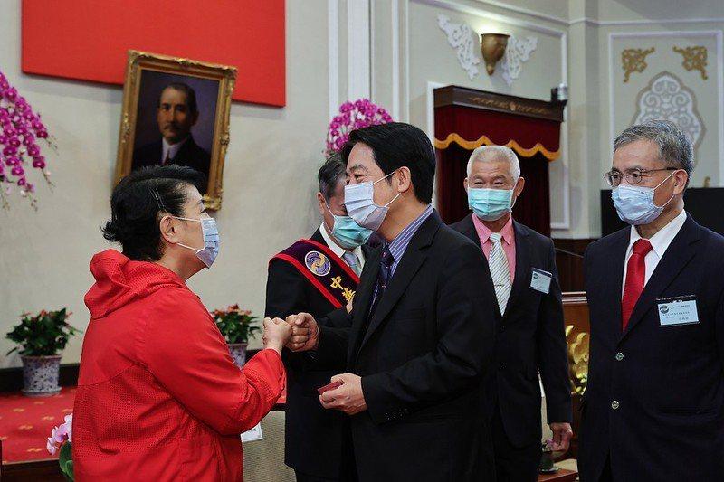 副總統賴清德今天接見「中華民國第19屆金舵獎暨旭青獎」得獎人。圖/總統府提供