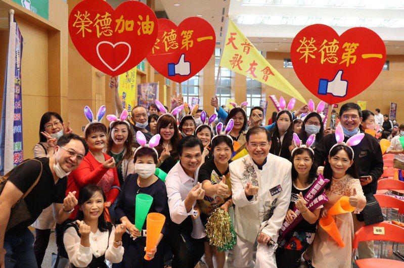 新北勞工局負責維護勞權、工安及媒合工作外,更舉辦長達15年的勞工之星歌唱大賽,重視勞工的休閒娛樂。圖/新北勞工局提供