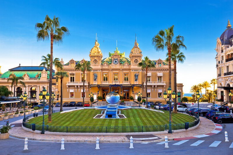 日本理財師藤川太表示,很多人或許都以為有錢人出遊,會住在高級飯店享樂,其實不然。圖片來源/ingimage