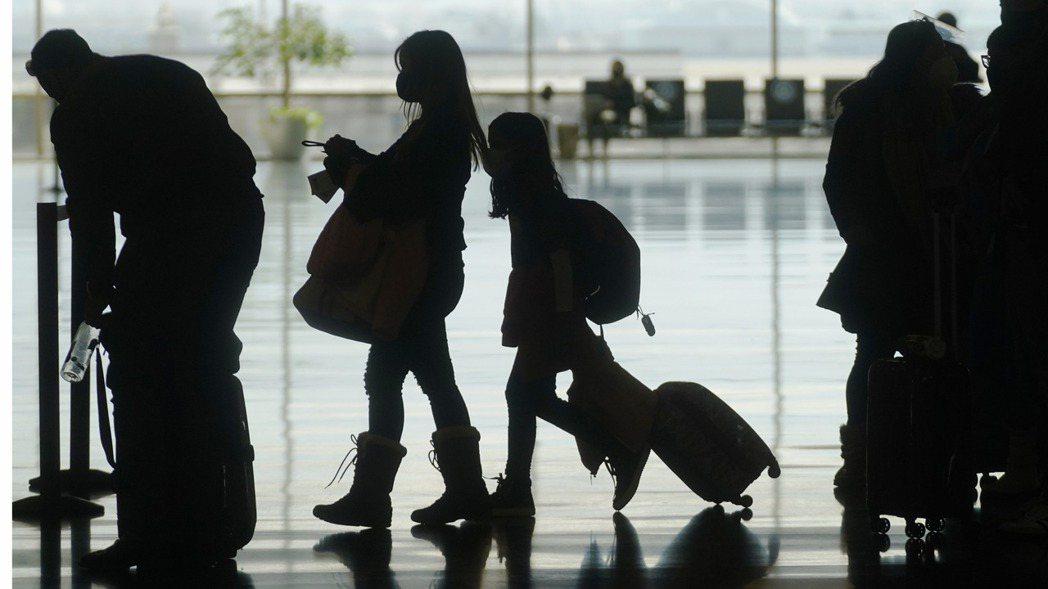 美國國務院19日預告,將更新全球旅遊警示,預計將有8成國家都會列入最高級別的第四...