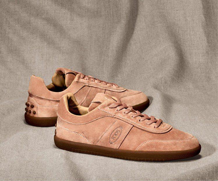 TOD'S男士麂皮復古休閒鞋。NT23,000。 圖/TOD'...