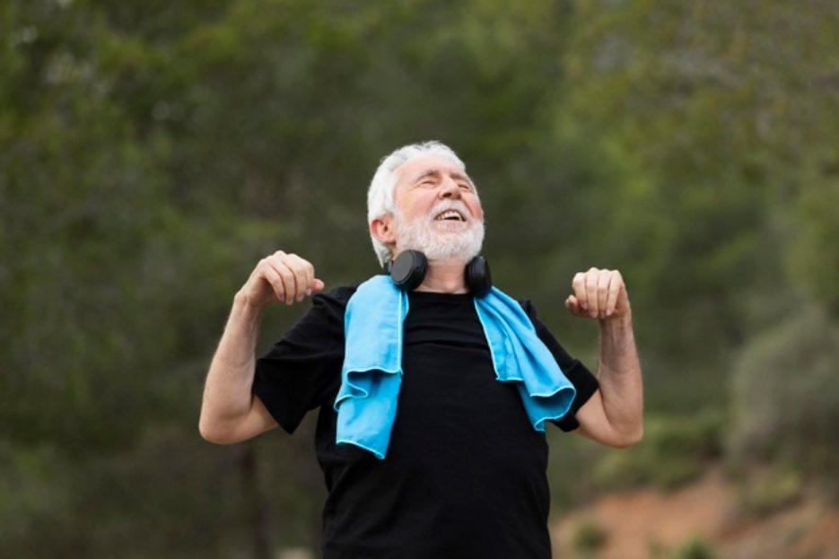 對原本沒有運動習慣, 或已經有身體不適的長輩,運動的條件自然比較差。 圖/fre...