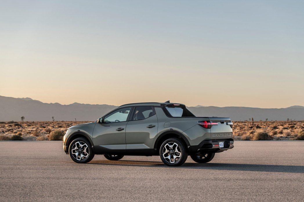 全新Hyundai Santa Cruz與一般的皮卡不同,Santa Cruz是...
