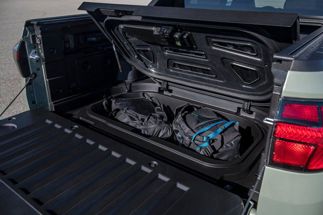 全新Hyundai Santa Cruz貨斗下方還另外提供一處儲存空間。 摘自H...