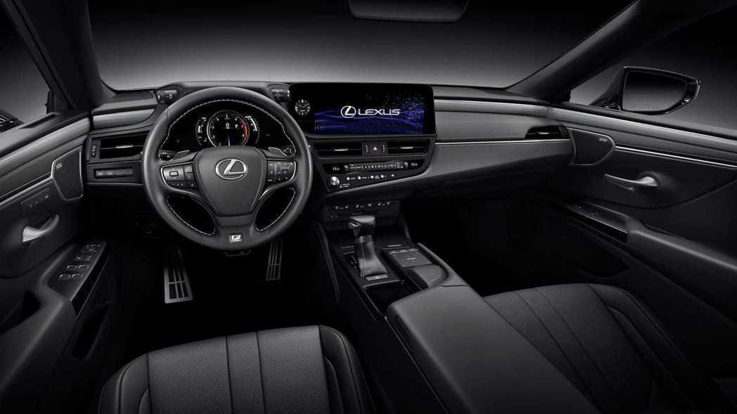 小改後的ES把中控螢幕往前移了109mm,操作更加就手。 圖/Lexus提供