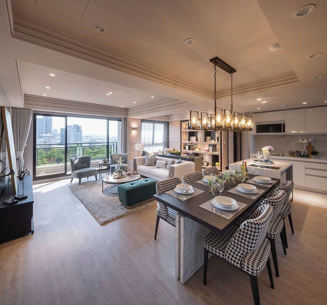 稀有大四房,16米的無敵窗景將風景最美面向,延攬入豪宅等級規格的寬敞客餐廳。 圖...