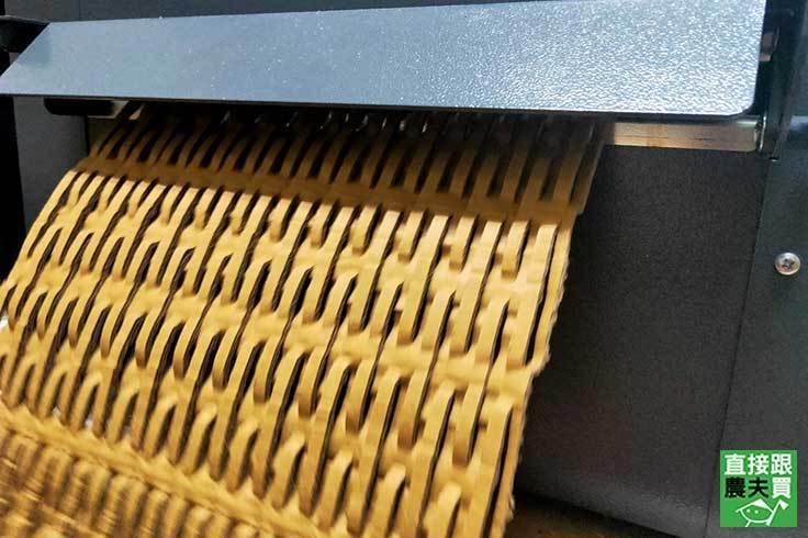 「減塑生活Plan P」行動,從產品包裝著手,回收廢棄紙箱製成防碰撞的「蜂巢紙」...