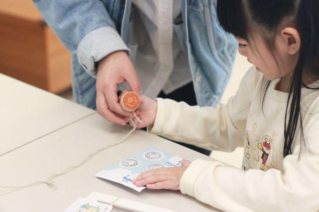 煙波集團-新竹湖濱館舉辦護水集章活動,讓小朋友在互動過程中用更親近的視角認識此議...