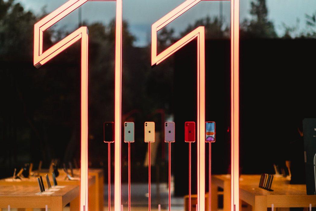 iphone11被三星Galaxy A42、A32擠下,落至第九名。 傑昇通信/...