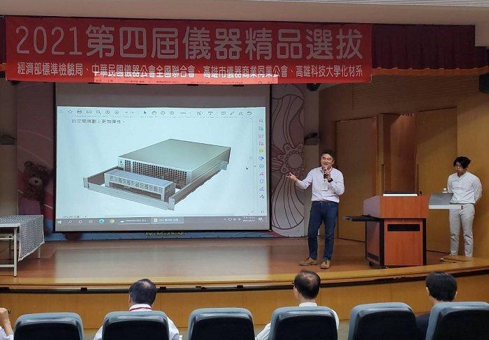 飛碟企業簡報獲獎產品「模組化不斷電系統-電騎士1+」,針對高精密機房設備研發,提...