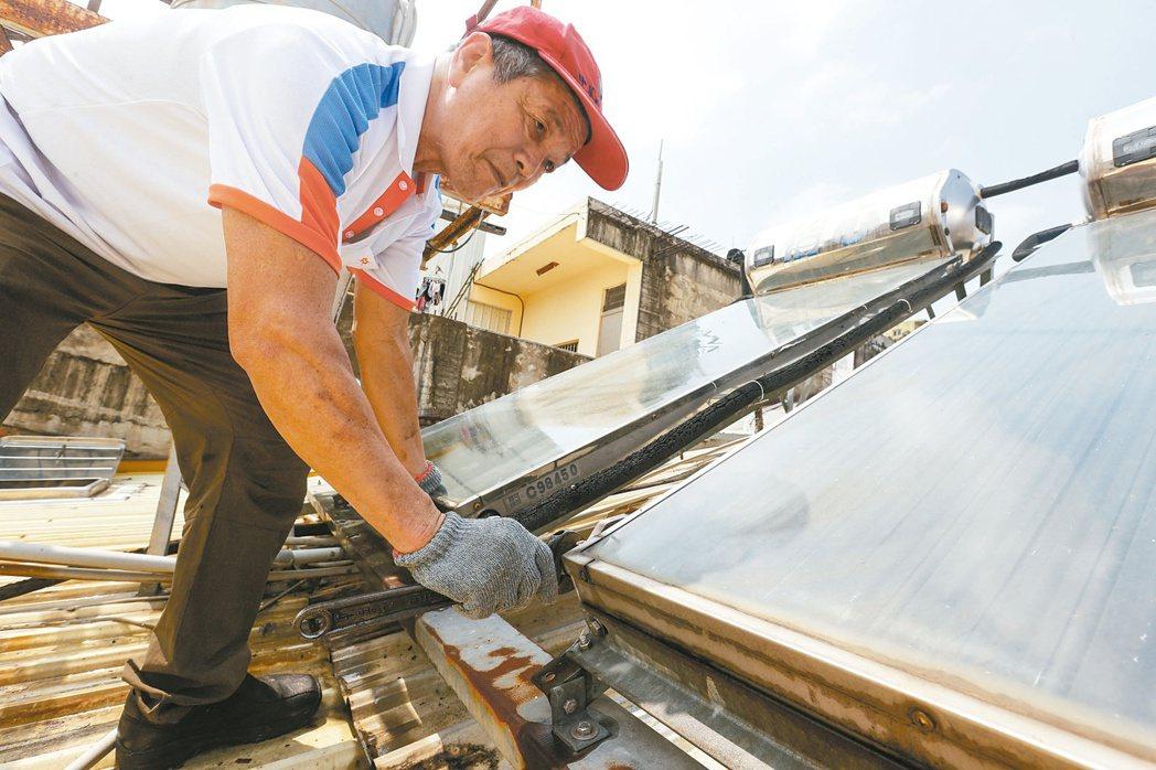 台灣綠電不夠用,光電板不斷蔓生。記者黃仲裕/攝影