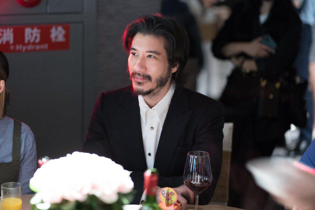 王力宏現身愛將的婚禮,蓄鬍模樣相當滄桑。圖/宏聲文化提供
