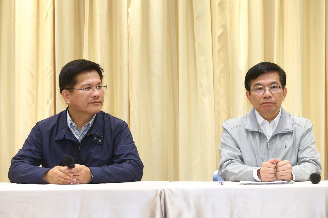 大魯閣號事故引發嚴重死傷,交通部長林佳龍(左)請辭獲准,交通部次長王國材(右)接...