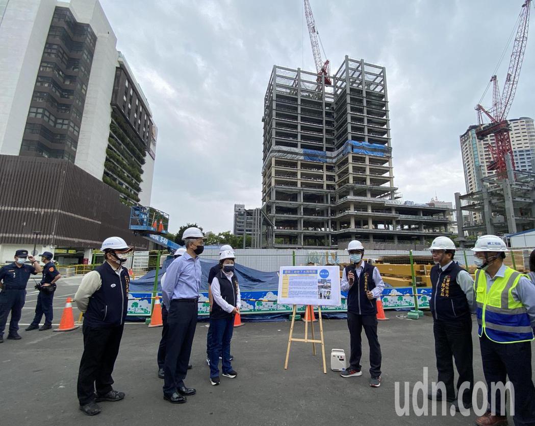 台中市長盧秀燕17日視察「勤美之森」工地,要求台水嚴格把關水質,確保水質潔淨與安...