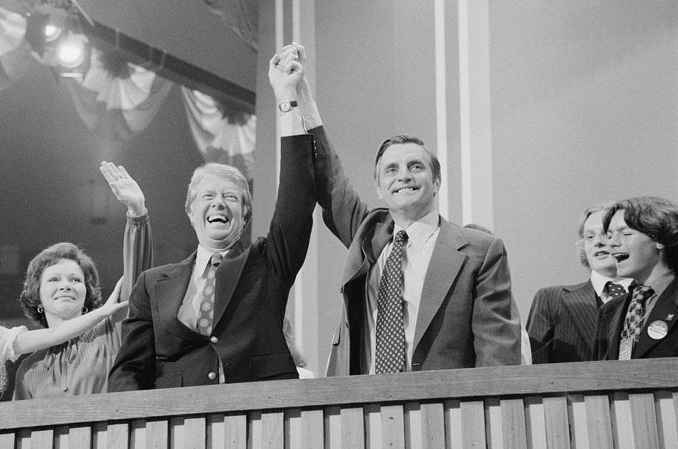 美國時任總統卡特與副總統孟岱爾(圖右)。路透資料照