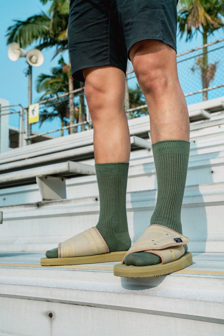 SUICOKE與John Elliott聯名KAW拖鞋5,580元。圖/SUIC...