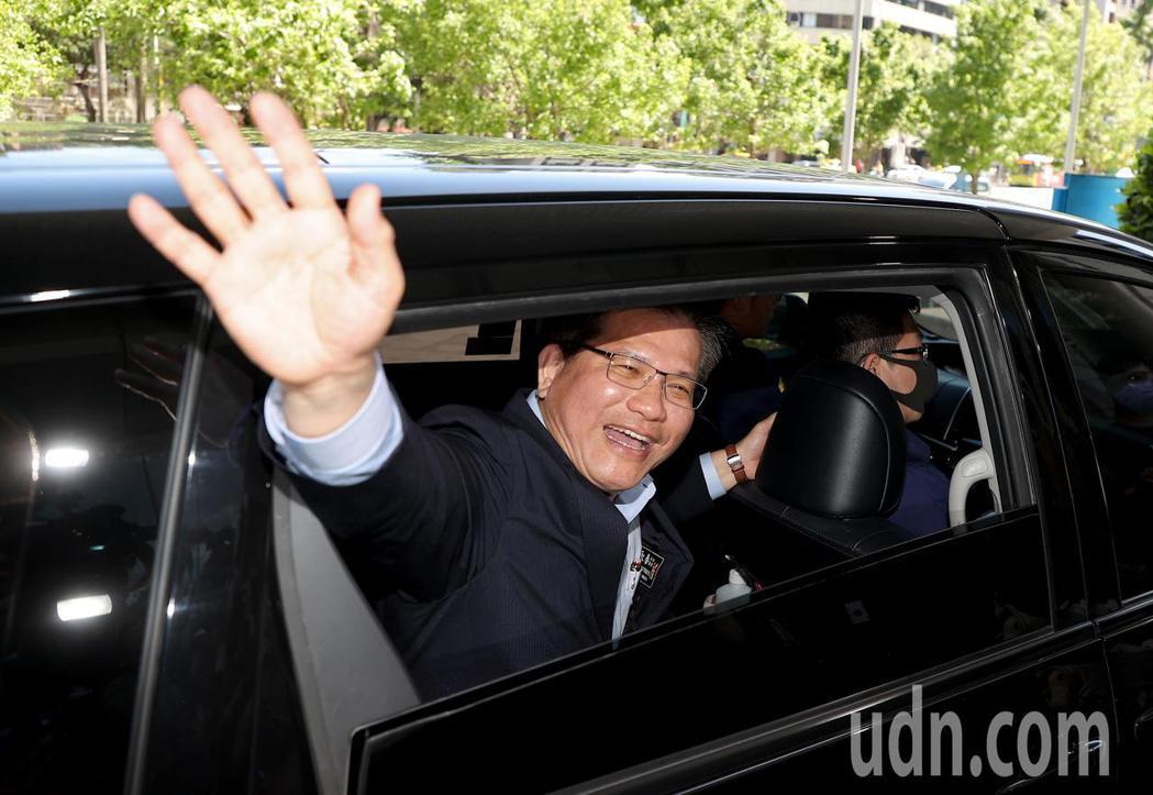 卸任交通部長林佳龍為台鐵太魯閣號事故請辭下台,他上午在部長交接典禮後正式卸任,離...