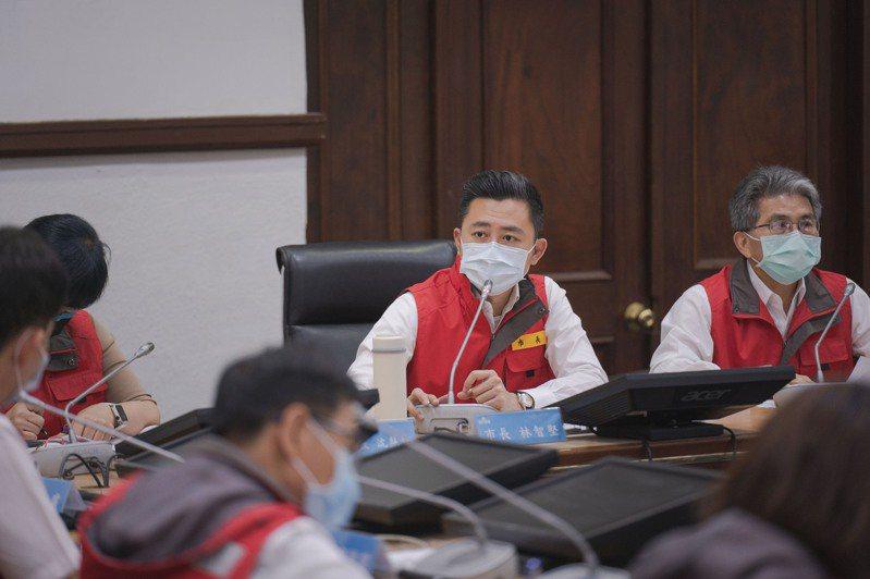新竹市長林智堅今天召開抗旱會議,強調新竹市提前部署,因應未來可能限水,全市將設158個供水站,已著手採購水塔。圖/新竹市政府提供
