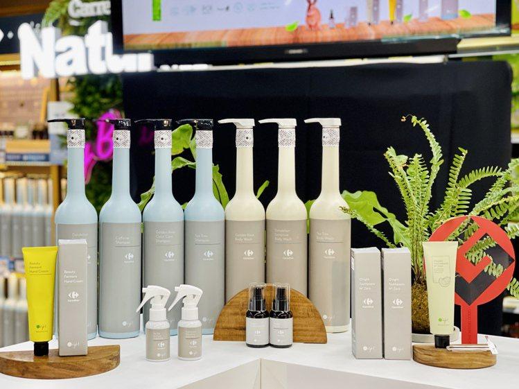 家樂福攜手歐萊德推出洗髮、沐浴、護髮、牙膏等13款個人保養系列自有品牌商品。記者...