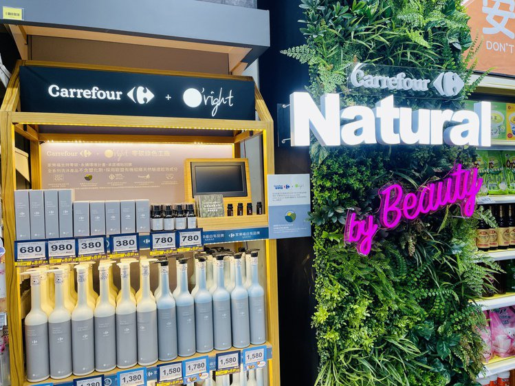 歐萊德聯名系列商品首波於全台35家家樂福量販門市搶先推出。記者黃筱晴/攝影
