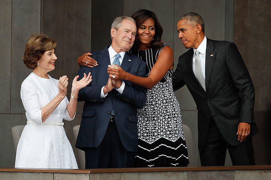 美國前第一夫人蜜雪兒(右二)2016年在史密森國家非裔美國人歷史文化博物館的開幕...