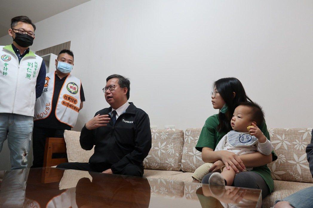 桃園市長鄭文燦今上午訪視包租代管房客。記者朱冠諭/攝影