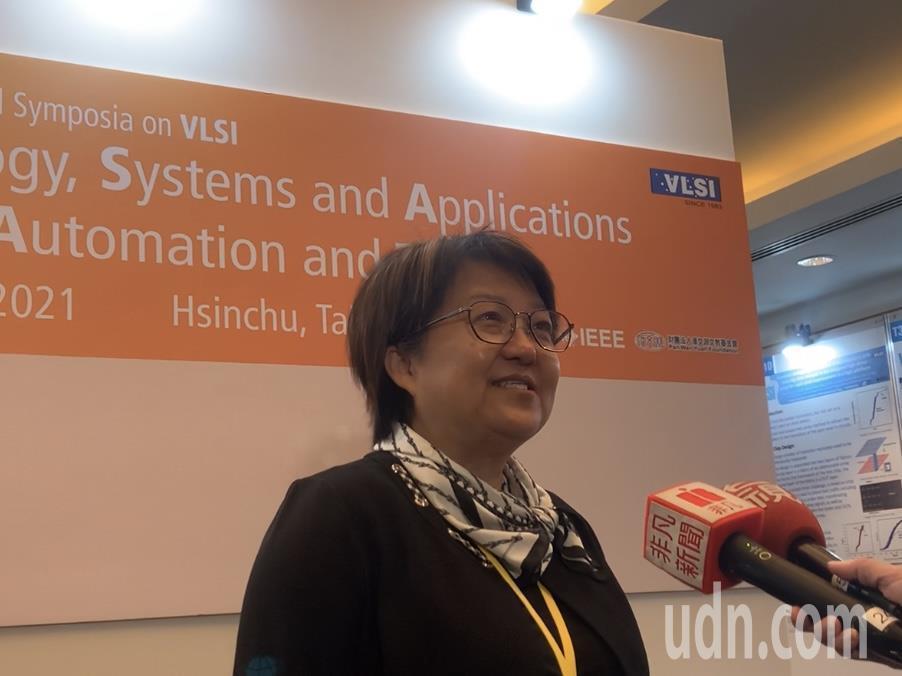 閎康科技董事長謝詠芬表示,各國在做半導體產業各有各的專長,台灣相對有技術和成本優...