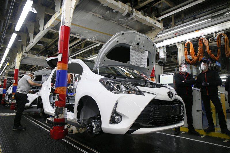 全球半導體產線吃緊,那珂工廠大火,車用半導體找不到代替的產線,汽車業雪上加霜。圖為位於法國的豐田汽車組裝廠。美聯社