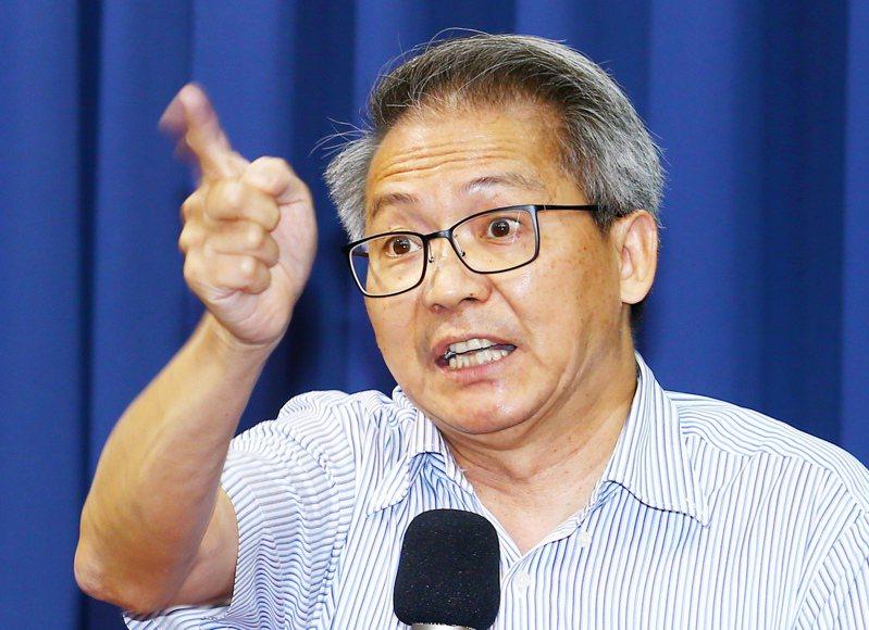 中華民國防疫學會理事長王任賢指出,AZ疫苗一開始就應擴大讓有出國需求的民眾接種,他批中央疫苗政策一錯再錯。圖/聯合報系資料照片