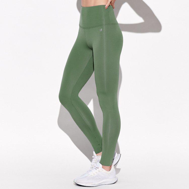 MOLLIFIX彈力修身高腰動塑褲1,880元。圖/MOLLIFIX提供
