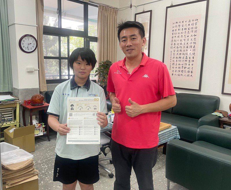 林千祐在父親啟蒙下不僅進英文資優班還拿下多益測驗99分,實力驚人。記者蔡維斌/攝影