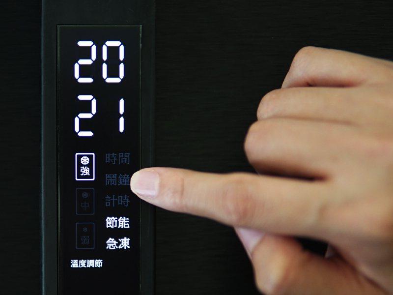 智晶推出多款觸控OLED面板搭上家電應用浪潮。智晶/提供