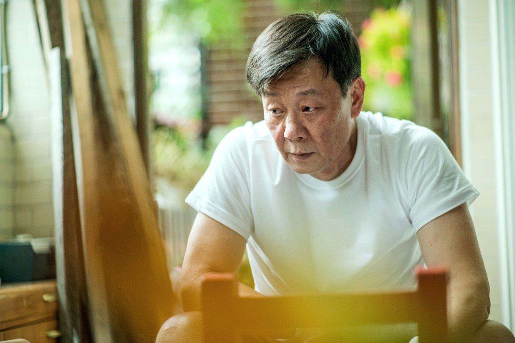 資深演員寇世勳在「一家之主」演出退休的嚴父。圖/希望行銷提供