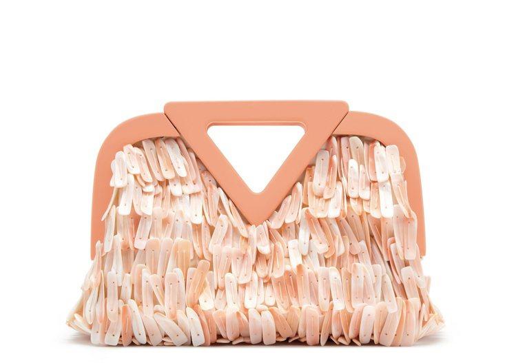 Point鳳凰螺貝殼手提袋(M),19萬6,200元。圖/Bottega Ven...