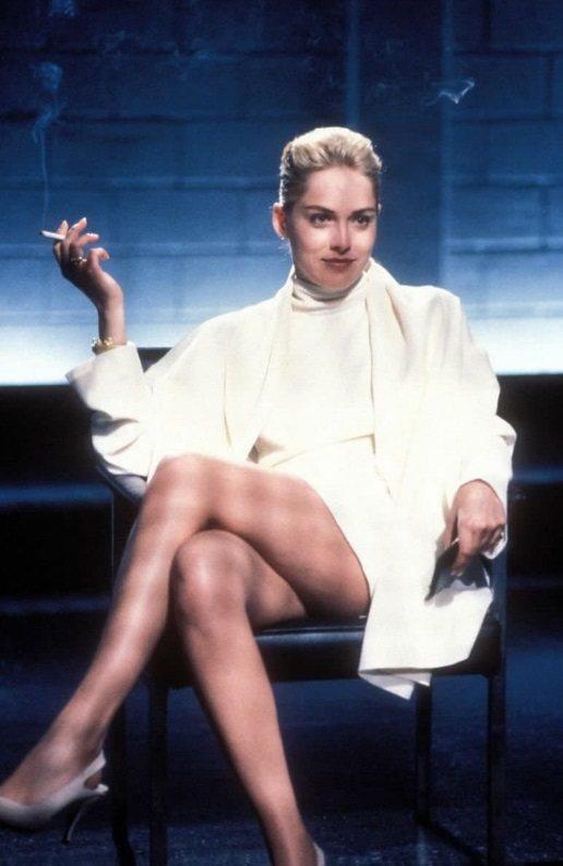 莎朗史東近30年前在「第六感追緝令」中就曾靠美腿出過風頭。圖/摘自imdb ※