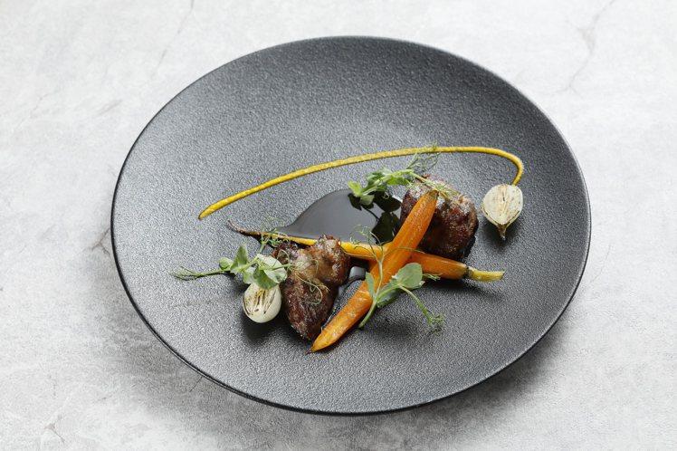 伊比利豬・胡蘿蔔・桂花。圖/JE Kitchen提供
